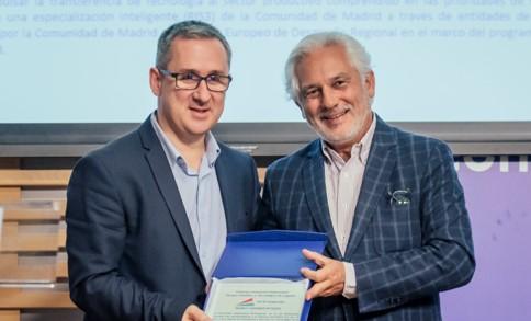 Imagen de la entrega de premio a Solusoft